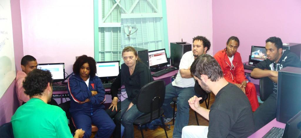 montagem com fotos da 2ª Oficina lá no Telecentro da ACM Casa Leide, sede do Ilé !